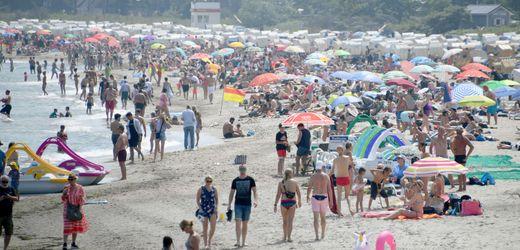 Ostsee-Bäder: Strand-Ampel warnt Touristen vor Überfüllung