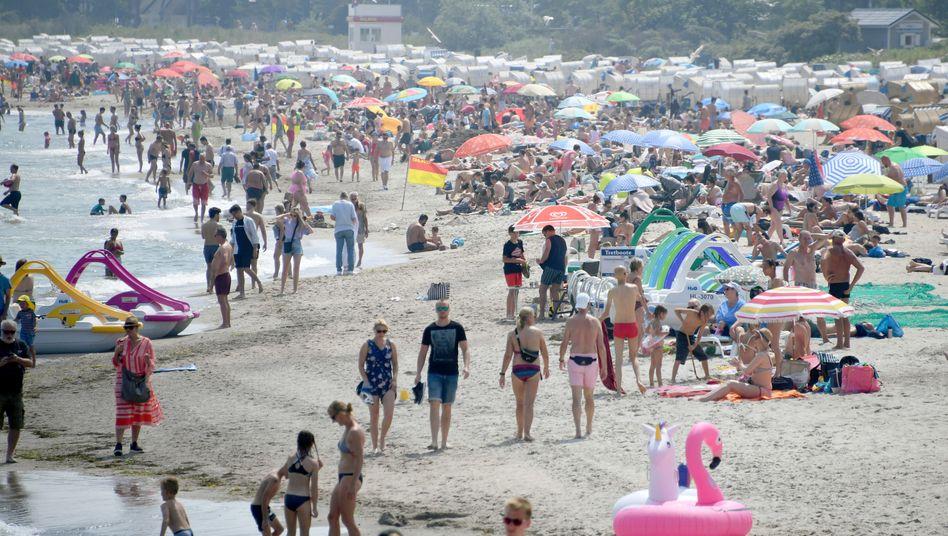 """Timmendorfer Strand am Freitag: """"Aus der Ferne betrachtet sieht der Strand schon sehr voll aus"""""""