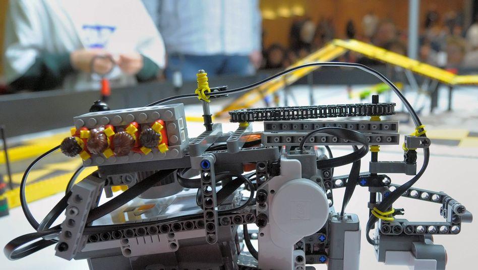 Ein Roboter aus Legosteinen: Der Konzern verdient kräftig