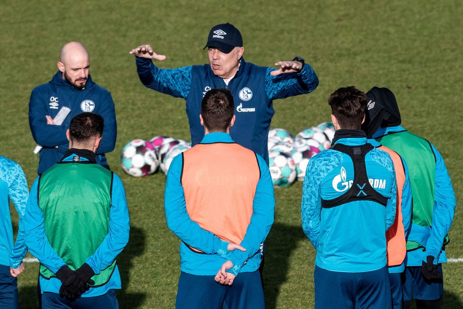 Christian Gross beim ersten Training auf Schalke