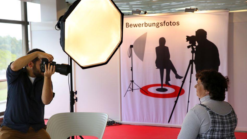Aufnahme von Bewerbungsfotos auf einer Jobmesse