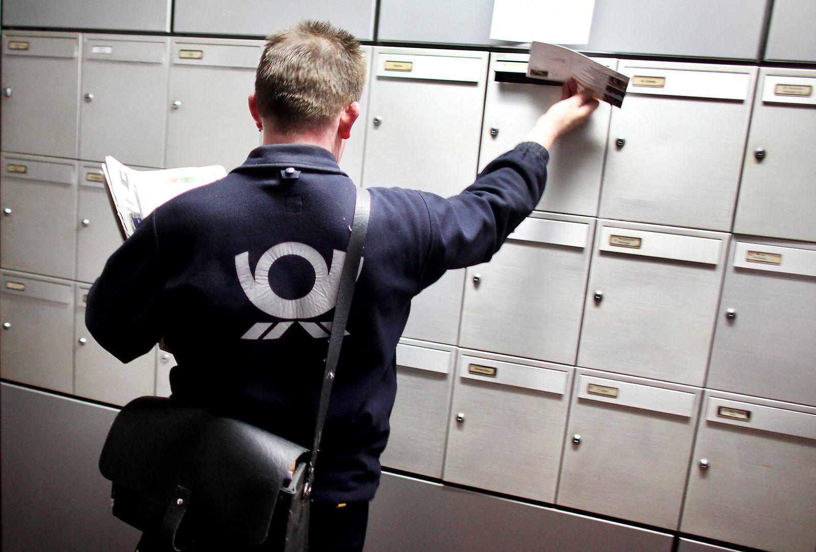 Deutsche Post - Postbote / Briefkasten /