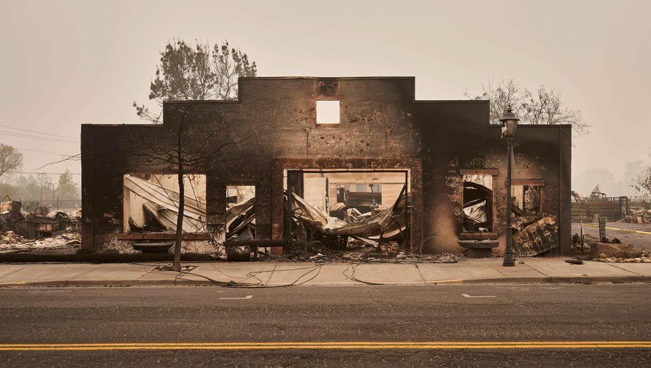 Vom Feuer zerstörtes Haus in Talent, Oregon