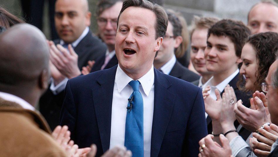 Bad in der Menge: Großbritanniens Premier David Cameron im Wahlkampf