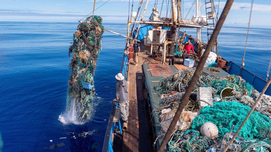 Müllsammlung im Pazifik: Im Meeresboden lagert laut Forschern inzwischen mehr Plastik als an der Meeresoberfläche