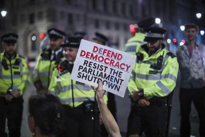 """Proteste gegen Johnsons Pläne in London: """"Verteidigt die Demokratie"""""""