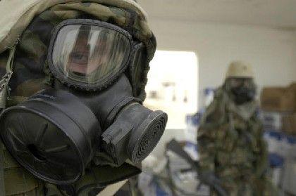 Kriegsvorbereitung im März 2003: Ein US-Soldat rüstet sich gegen angenommene Massenvernichtungswaffen