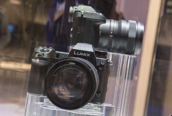 Die Panasonic Lumix S1 (im Bild das Vorserienmodell) unterscheidet sich von der S1R nur in der Anzahl der Pixel