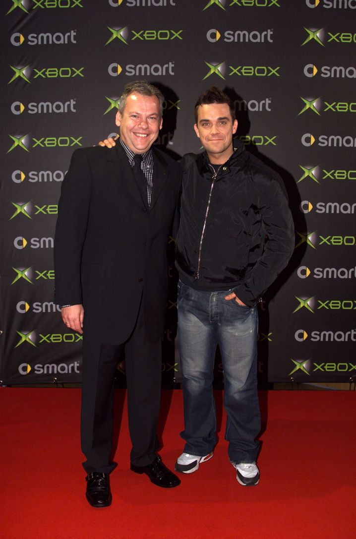 Stars wie Robbie Williams sollten die Microsoft-Konsole populärer machen: Im Bundle mit der Xbox-DVD-Fernbedienung erschien eine exklusive Musik-DVD