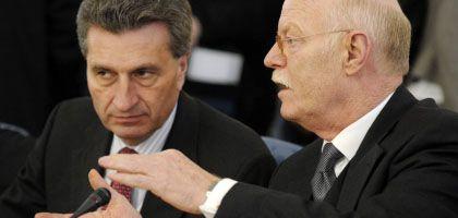 Struck (r.) und Oettinger: Bund und Länder einigten sich nach langen Verhandlungen auf eine Schuldenbremse