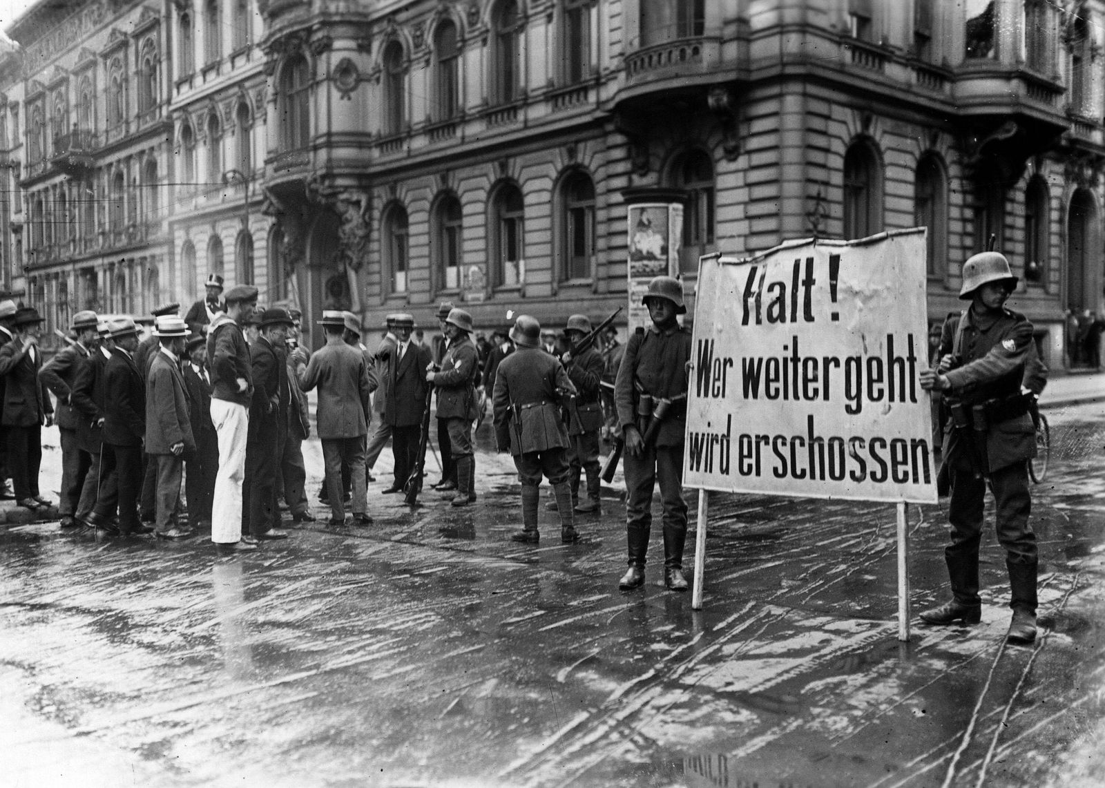 Putsch de Kapp Berlin Allemagne Les brigades menees par Wolfgang Kapp 1858 1922 devant le nouve