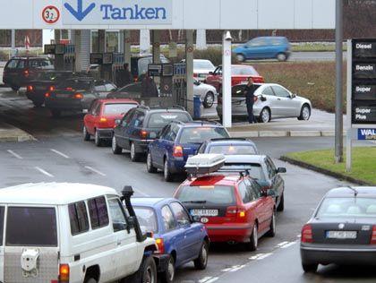 Tankstelle in Dortmund: Die Kunden nutzen die Preissenkungen voll aus