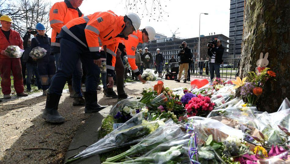 Bauarbeiter gedenken in Utrecht der Opfer