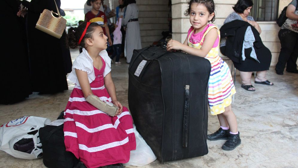 Photo Gallery: An Entire Life in a Suitcase for Syrian Refugees