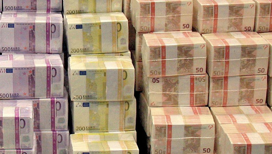Verpackte Euro-Scheine (Archivbild): Verdächtige Transaktionen