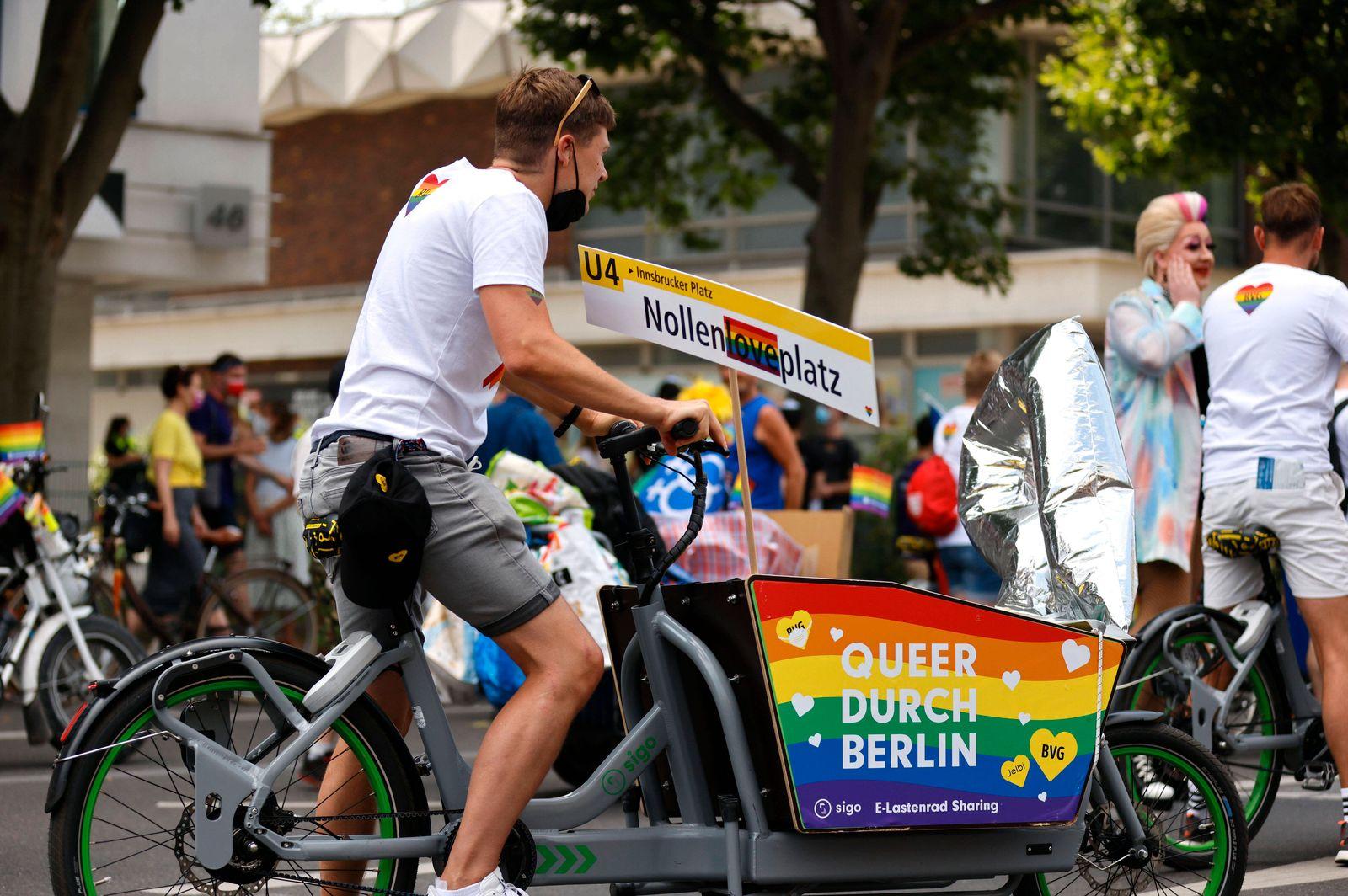 43. Christopher Street Day Parade 2021 unter dem Motto Save our Community - Save your Pride von der Leipziger Straße Ri