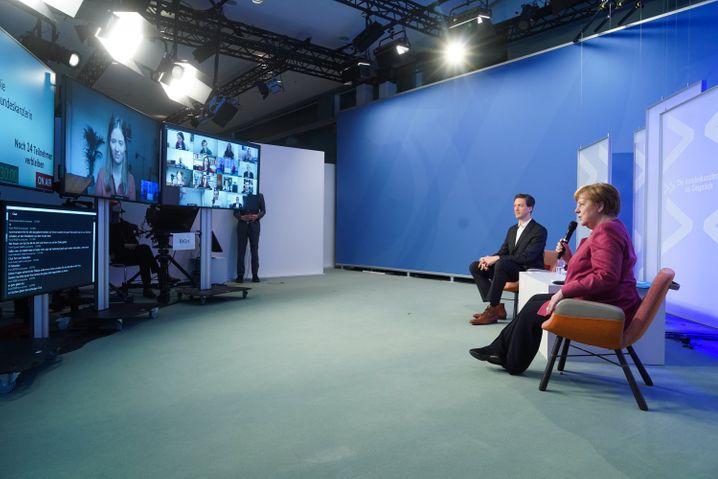 Bundeskanzlerin Angela Merkel spricht bei der virtuellen Reihe »Die Bundeskanzlerin im Gespräch« mit Kunst- und Kulturschaffenden