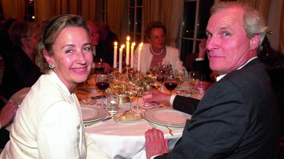 Familienchef Cloppenburg, Ehefrau 2002: Barock geführtes Kleinunternehmen