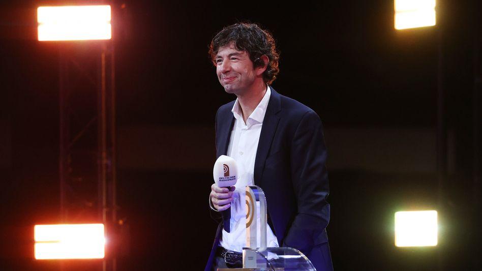 Zur Abwechslung mal nicht im weißen Kittel: Virologe Christian Drosten beim Deutschen Radiopreis