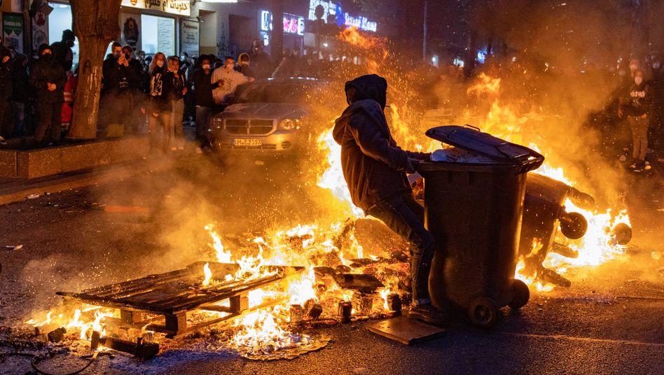 Ausschreitungen am Rande der »Revolutionären 1. Mai Demo« in Berlin-Kreuzberg