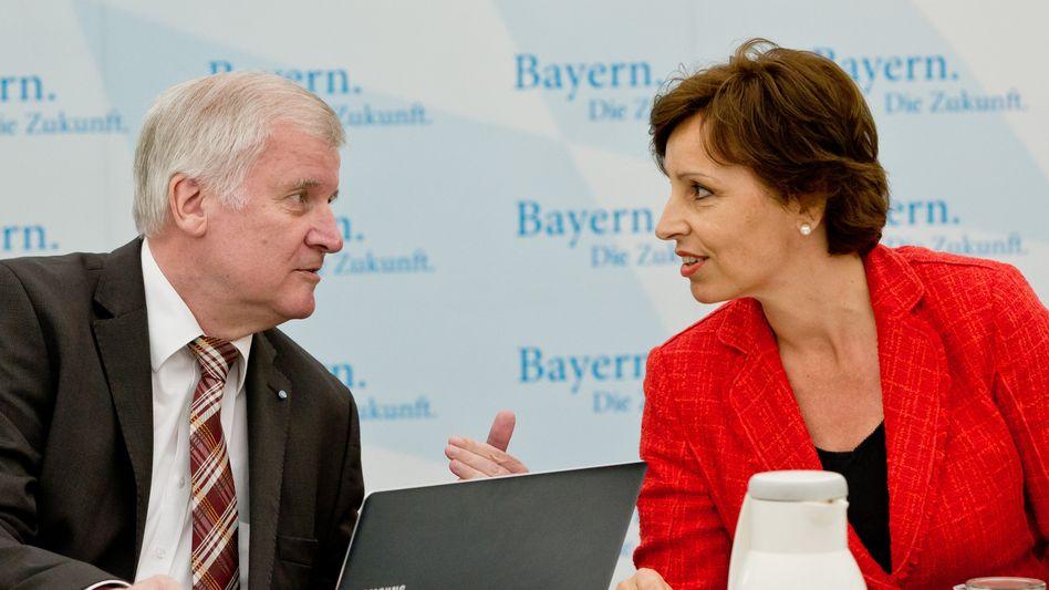 """CSU-Chef Seehofer und Staatskanzleichefin Haderthauer: """"Neue Bewertung"""""""