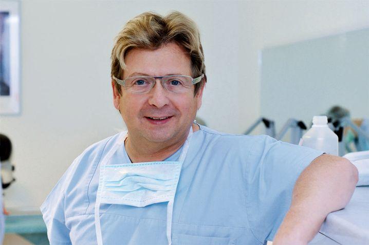 Frank Neidel hat sich auf das Transplantieren von Haaren spezialisiert