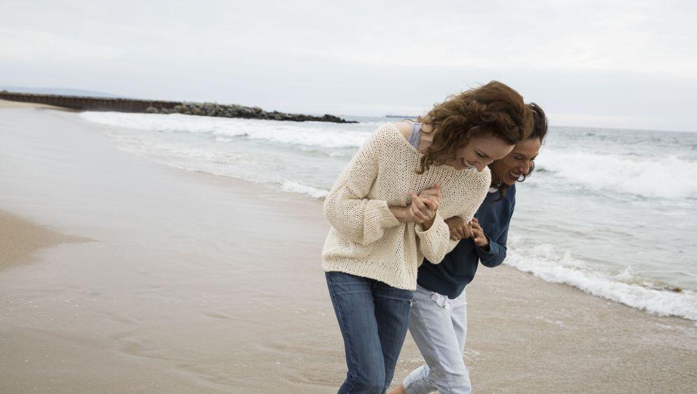 Der Beginn einer Frauenfreundschaft gleicht oft Liebe auf den ersten Blick.