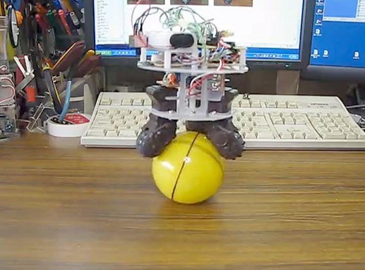 Dreiradbot: Balance auch nach Anstupsen gehalten