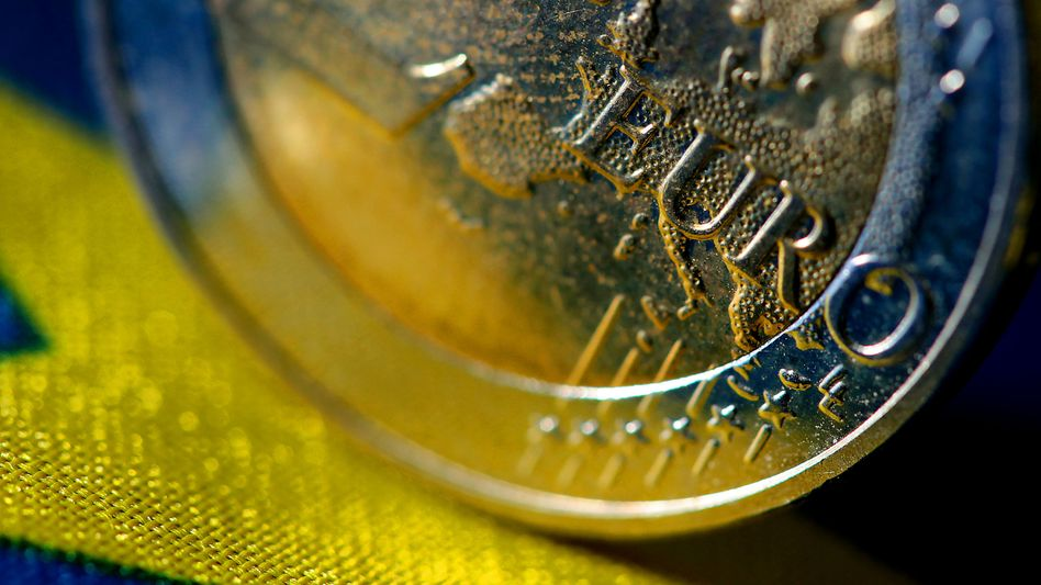 Pressure is mounting on Germany to increase the scope of the euro bailout fund.