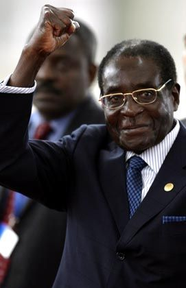 """Simbabwes Präsident Mugabe: """"Arroganz"""" einer """"Viererbande"""""""