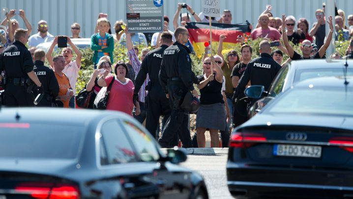 Besuch in Heidenau: Merkel und der Mob
