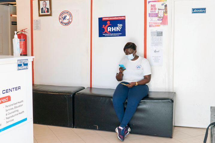 Wartebereich in der Klinik des Reproductive Health Network Kenya (RHNK) in Nairobi