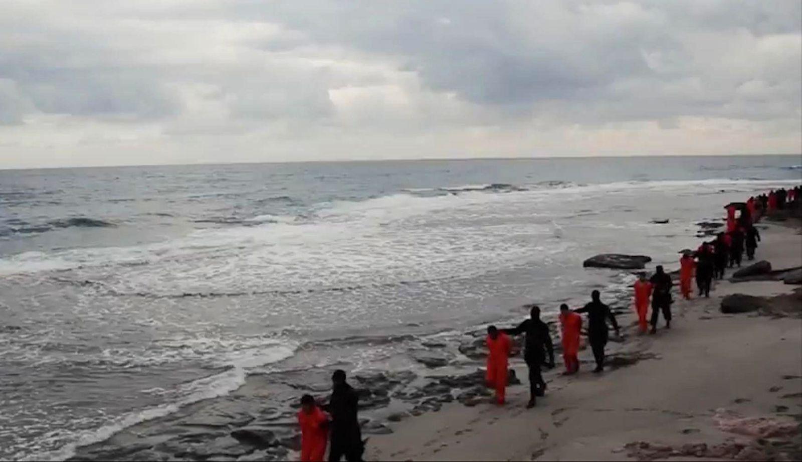 Islamic State Copts / DER SPIEGEL 9/2015 pp102 SPIN Libyen