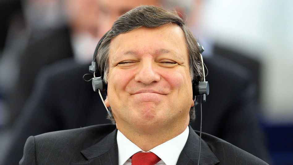 Jose Manuel Barroso has won a second five-year term as president of the European Commission.