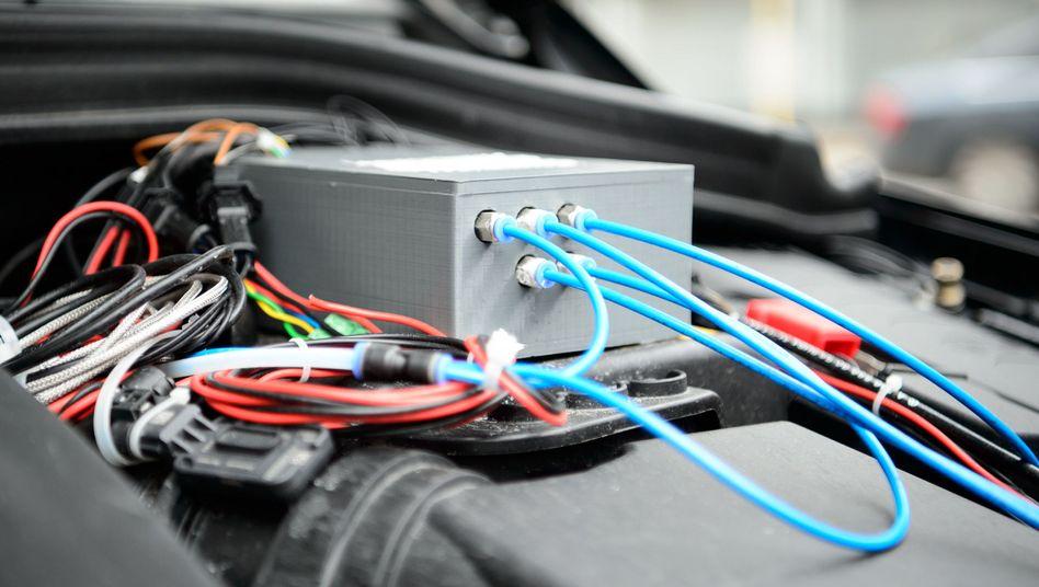 Dieses Bauteil wurde im Zuge der Umrüstung im Motorraum eines Testfahrzeuges eingebaut.