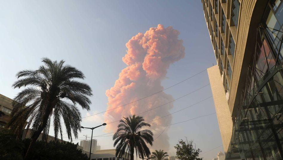 Rauchwolke über Beirut nach der Explosion im Hafen