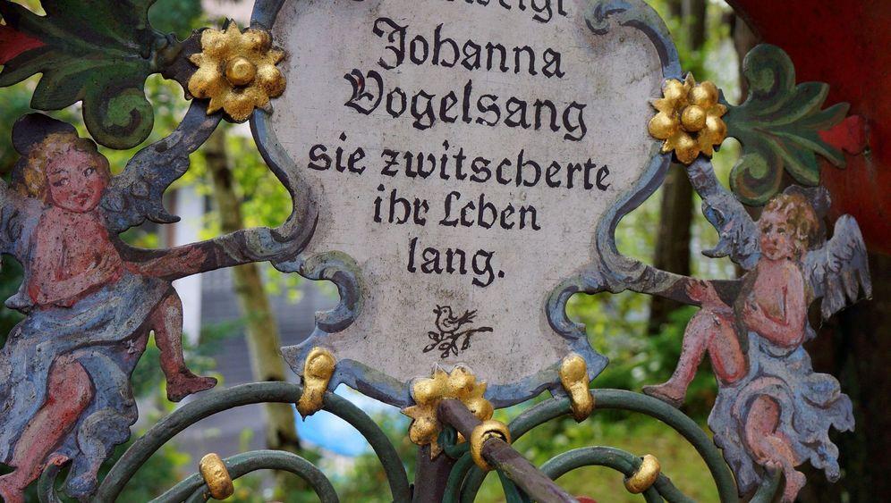 """Museumsfriedhof Kramsach: """"Aufigschtieg'n, obagfall'n, hin gwös'n"""""""