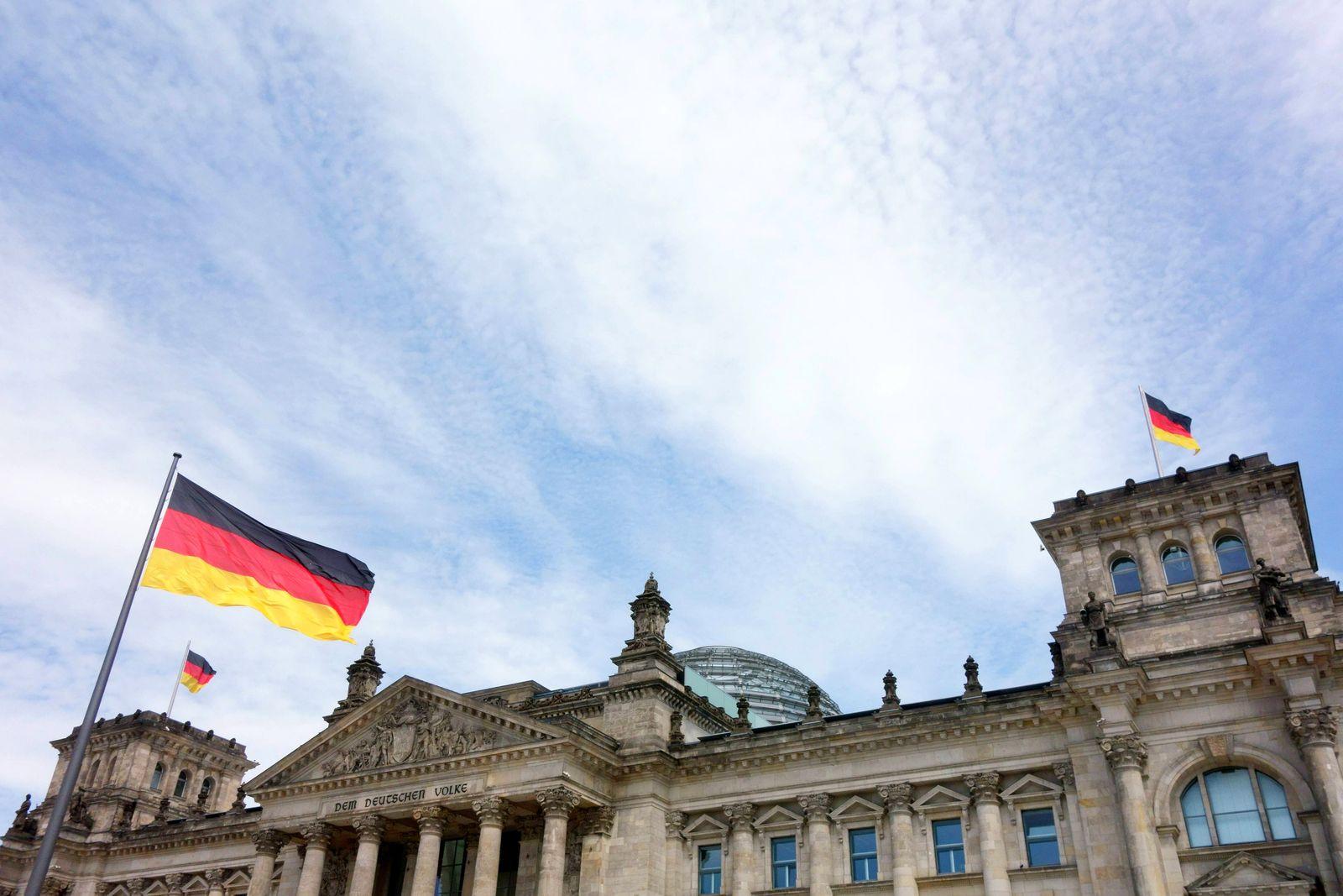EINMALIGE VERWENDUNG Bundestag/ Flagge