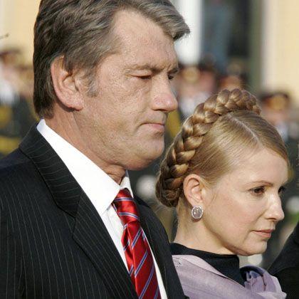 Juschtschenko und Timoschenko bei einer Gedenkveranstaltung am 14. Oktober 2008: Das Verhältnis von Präsident und Regierungschefin ist zerrüttet