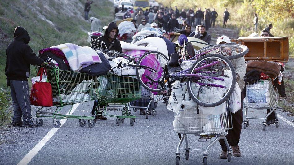 Von der Polizei aus illegalem Lager vertriebene Roma bei Nizza