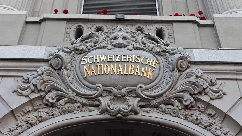 Eingang der Schweizerischen Nationalbank: Schwacher Euro, starker Franken