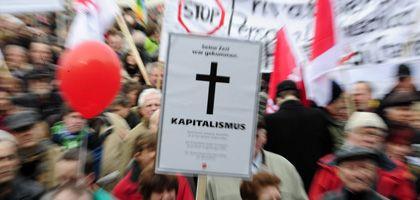 """Demonstranten in Berlin: """"Wir zahlen nicht für Eure Krise"""""""