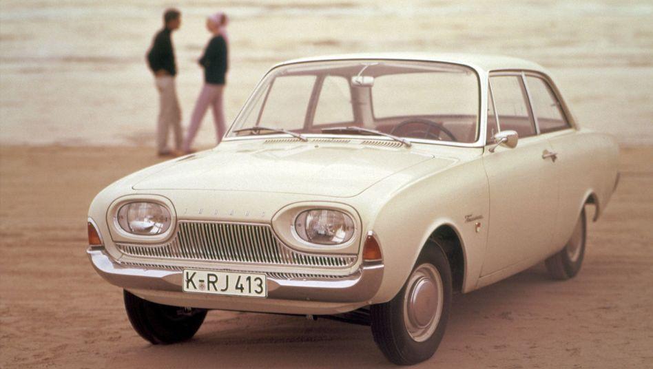 Ford Taunus 17 M P3: Man ahnt, warum dieses grundvernünftige Auto den Spitznamen Badewanne bekam. Und eine Taucherbrille hatte es obendrein auf der Kühlernase