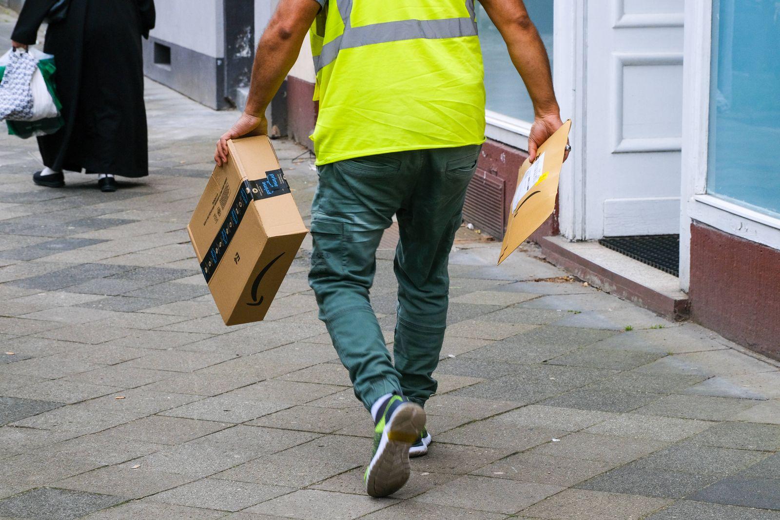 Düsseldorf 07.06.2021 Amazon Onway Paket Pakete Amazon Retouren Retoure CO2 Online shoppen einkaufen onlineshopping Int