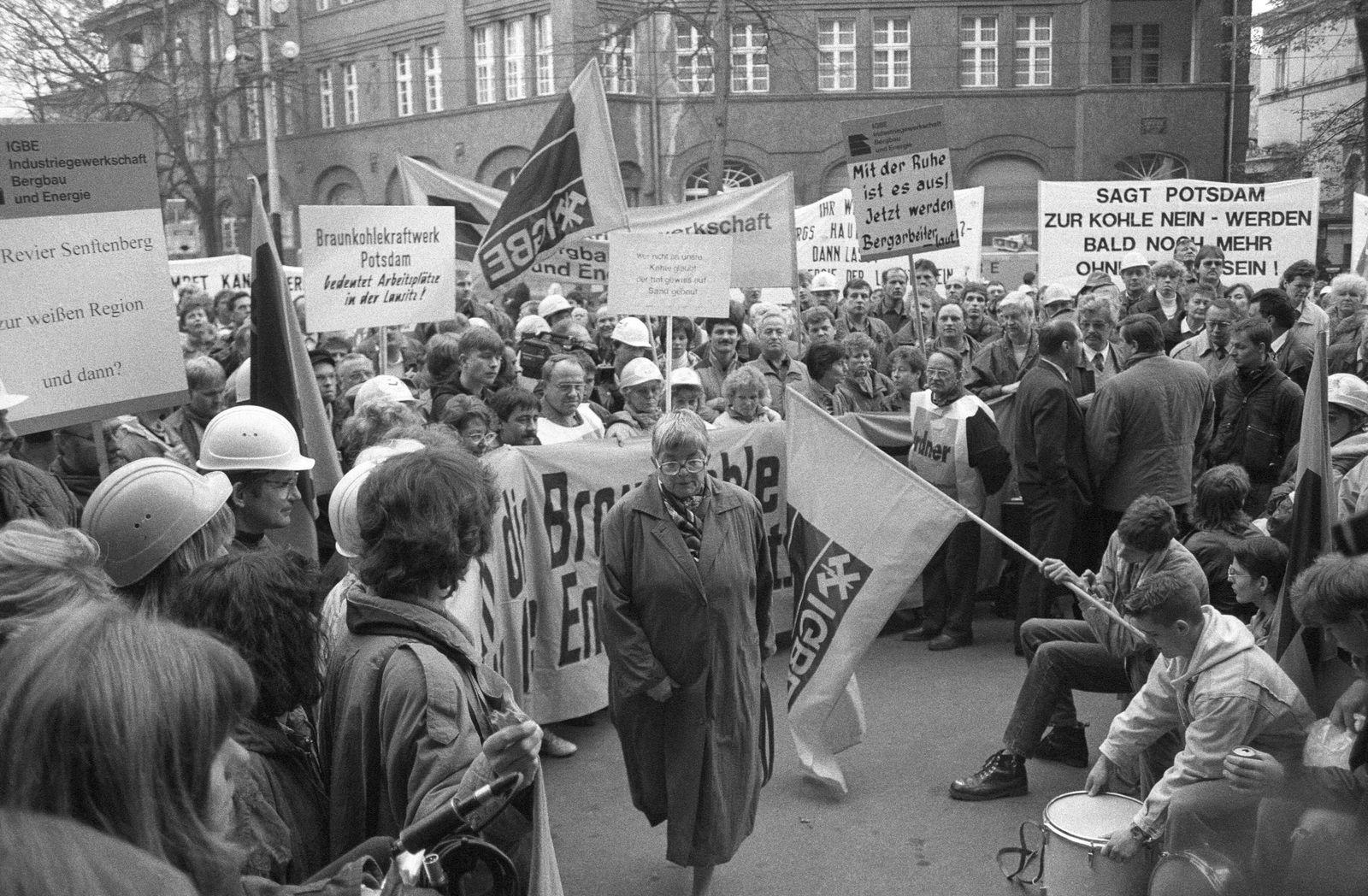 EINMALIGE VERWENDUNG Ostdeutsche Wut