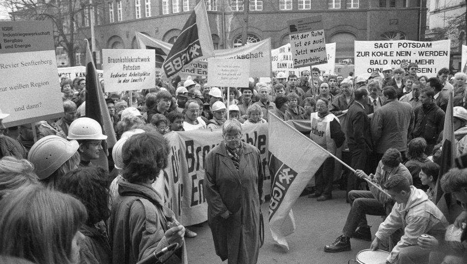 Demonstration von Bergleuten im Oktober 1993 in Potsdam