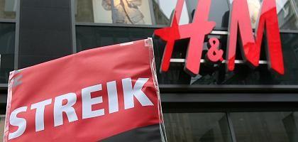 Streik vor Hamburger H&M-Filiale: Hoffnung auf Tarif-Beschluss