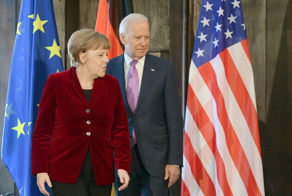Angela Merkel mit dem damaligen US-Vizepräsidenten Joe Biden (Archivbild aus dem Februar 2015)