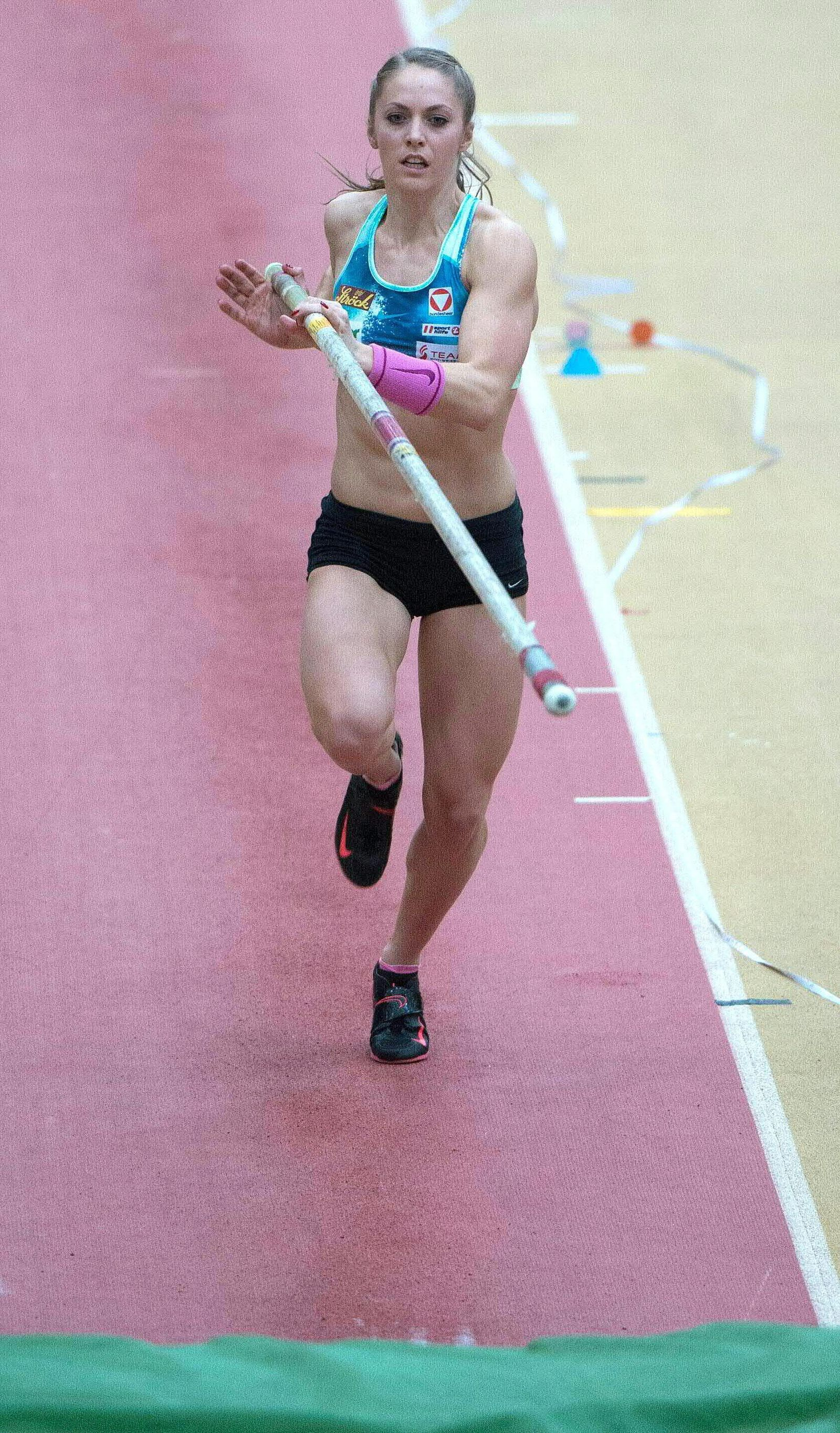 Austrian pole vaulter fractures spine in training accident - Kira
