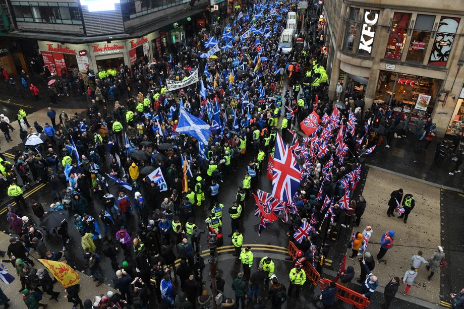 Pro-independence protesters marching for Scottish independence